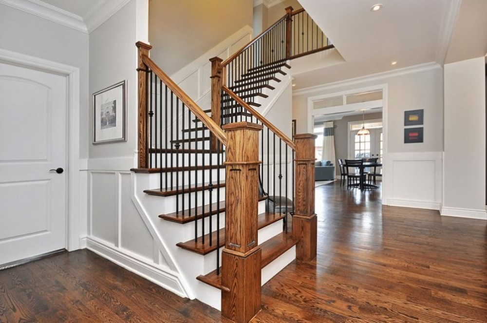 cầu thang gỗ hình vuông