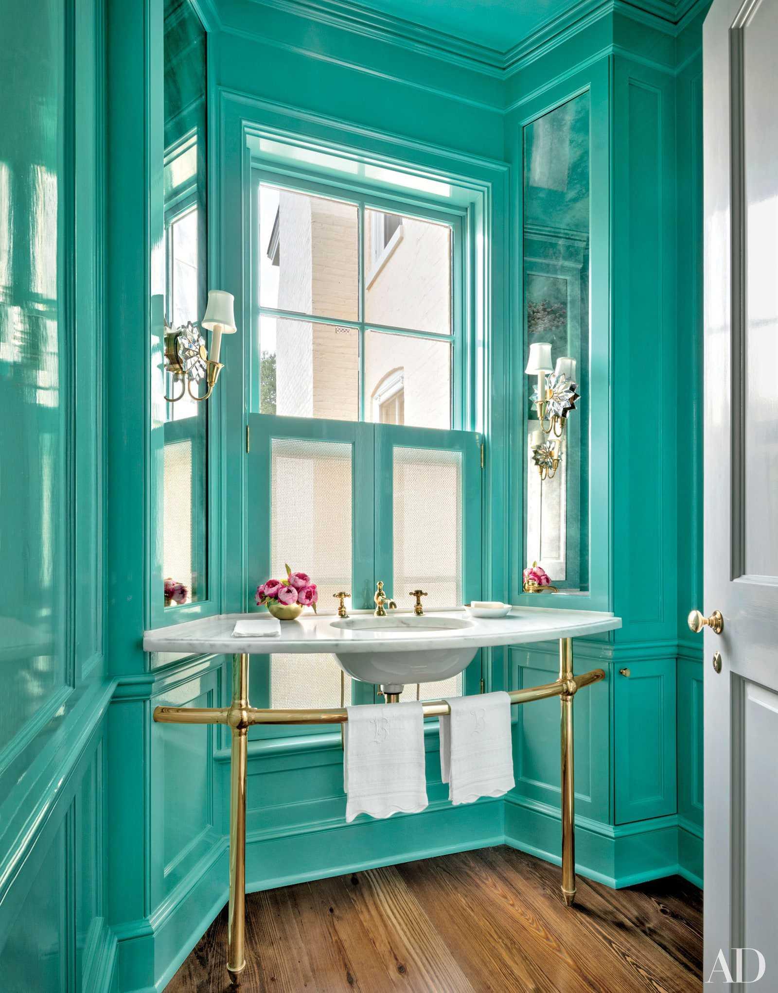 toilet màu xanh ngọc