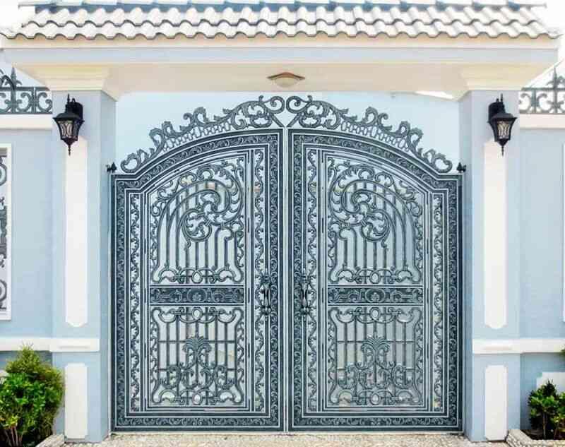 cửa sắt màu xám