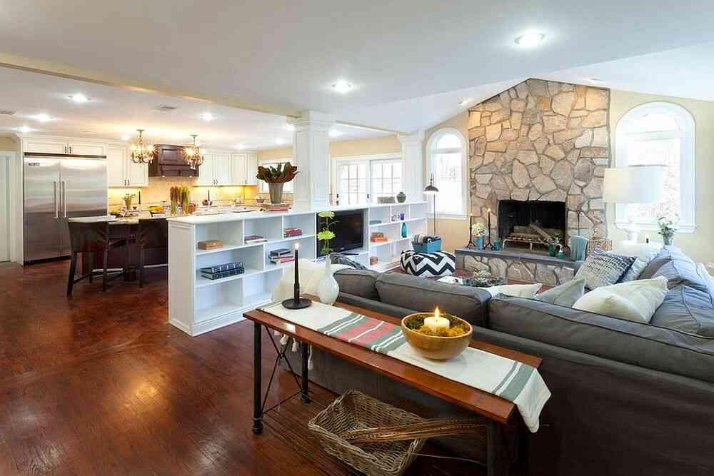 Vách ngăn phòng cung cấp không gian lưu trữ cho cả phòng khách và nhà bếp
