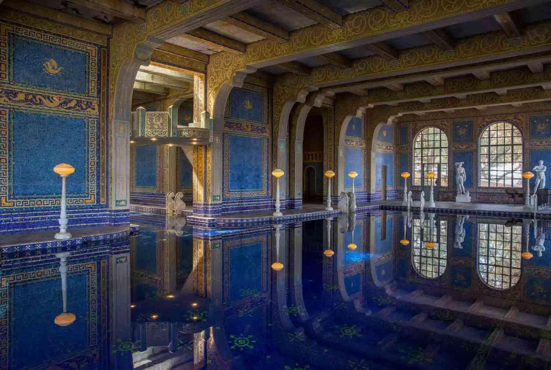 biệt thự có hồ bơi trong nhà