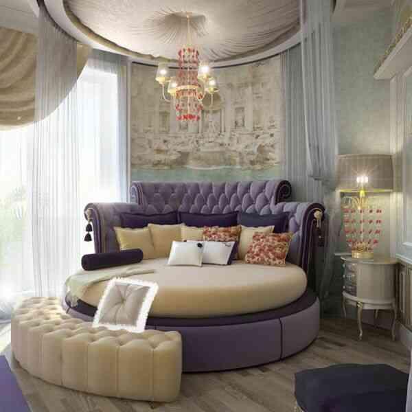giường tròn tím hoàng gia