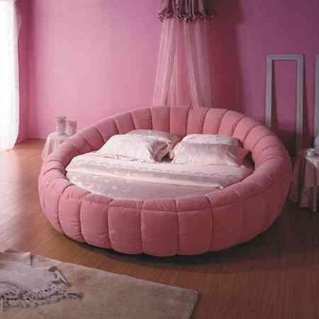 giường tròn màu hồng