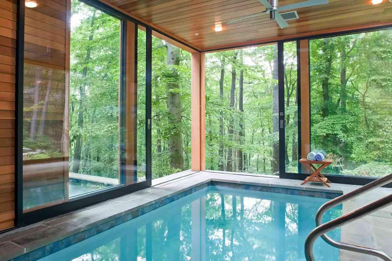 biệt thự có bể bơi trong nhà