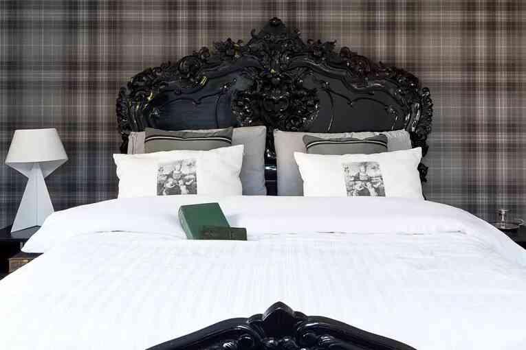 trang trí phòng ngủ màu trắng đen