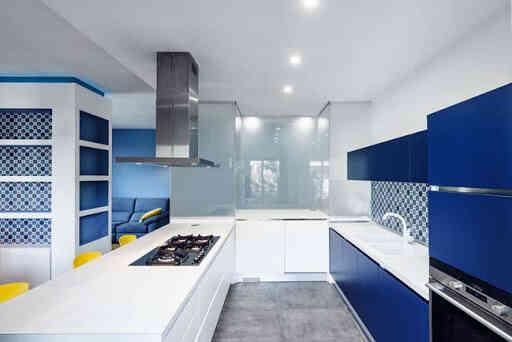 phòng bếp màu xanh trắng