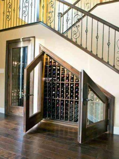 Ý tưởng tủ rượu gầm cầu thang