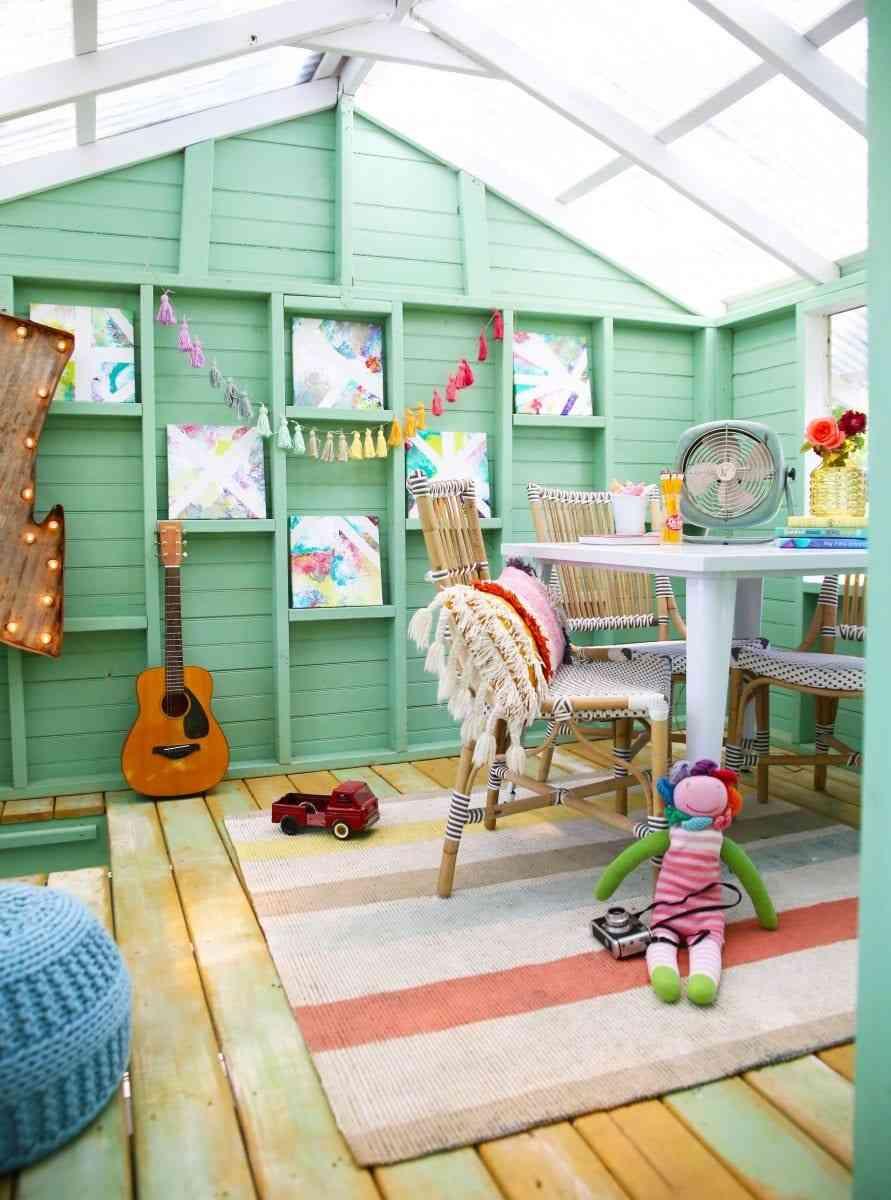 Phối màu sơn nhà đẹp mê với màu xanh ngọc và hồng san hô