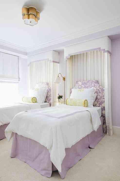Dùng màu tím lilac và vàng để phối màu sơn nhà