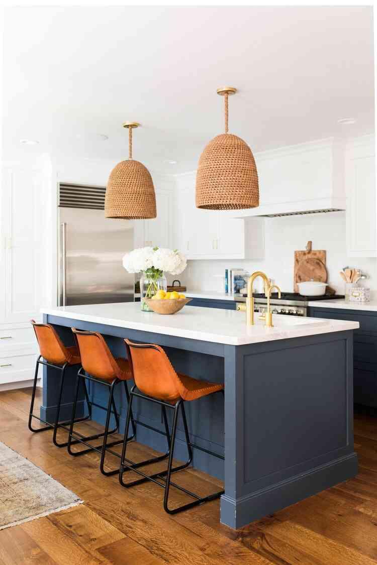 Phối màu sơn nhà với cặp màu tương phản cam nâu - xanh lam