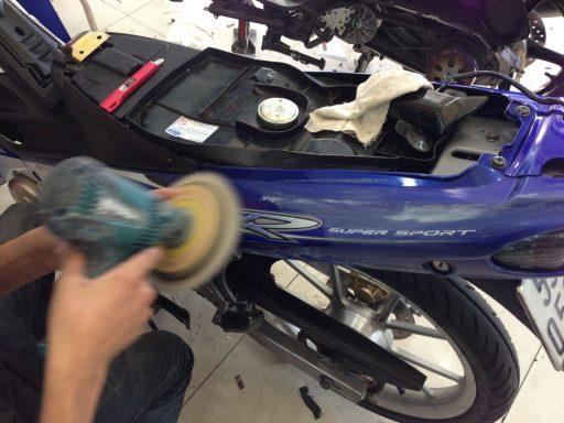 Cách sơn xe máy bằng sơn xịt