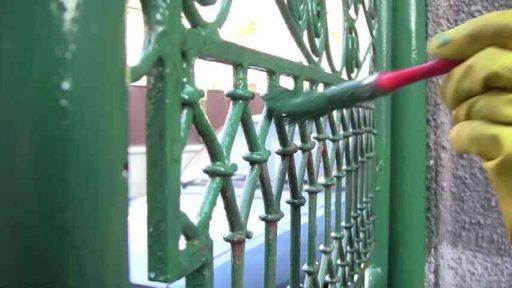 sơn chống rỉ cổng sắt