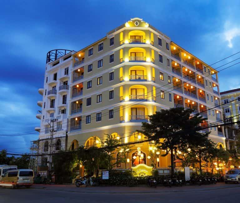 Khách sạn La Residencia tại Hội An sơn tison paint